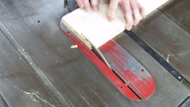 Коробка - копилка с защитным клапаном своими руками