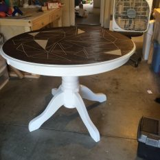 Простой декоративный столик своими руками