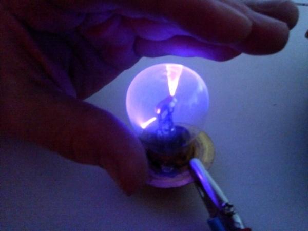 Плазменный шар из лампочки своими руками