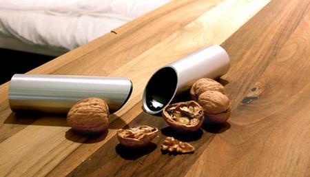 Наковальня для орехов из бутылки своими руками