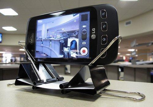 Подставка для телефона из скрепок своими руками