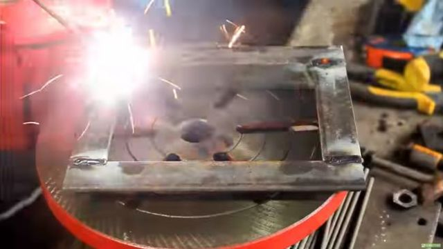 Координатный стол с тисками из уголка своими руками