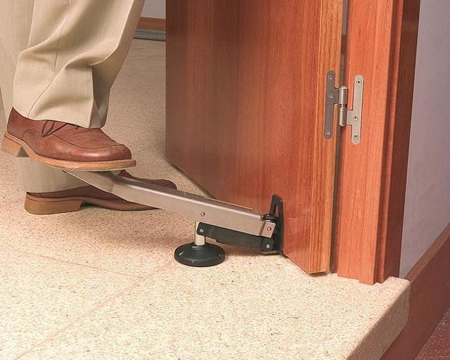 Как бюджетно поменять двери в доме или межкомнатные двери своими руками