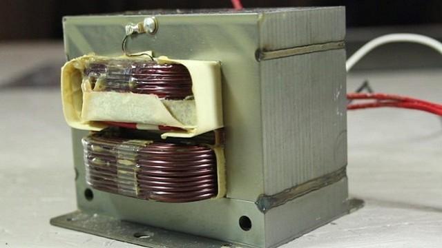 Вращающийся демо-стенд из двигателя от старой микроволновки. Классная самоделка своими руками из хлама
