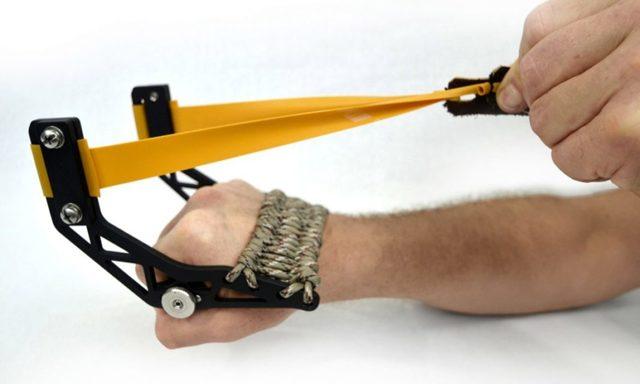 Арбалет-рогатка для развлечений своими руками
