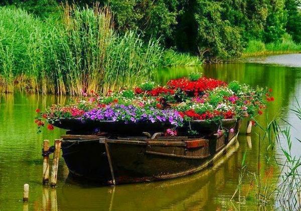 Клумба «Лодка» своими руками