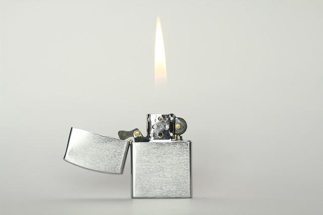 Прозрачная бензиновая зажигалка своими руками