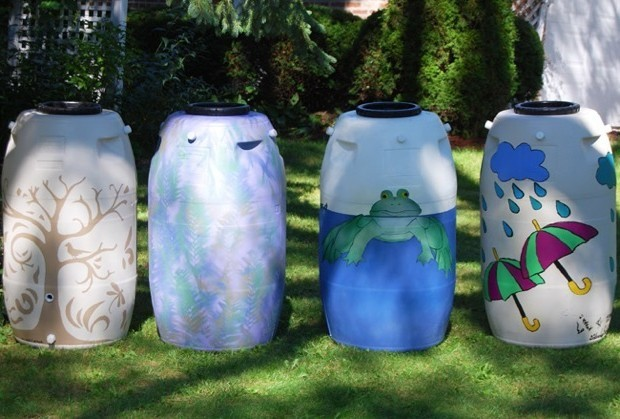 Дачные бочки из пластика - декор своими руками
