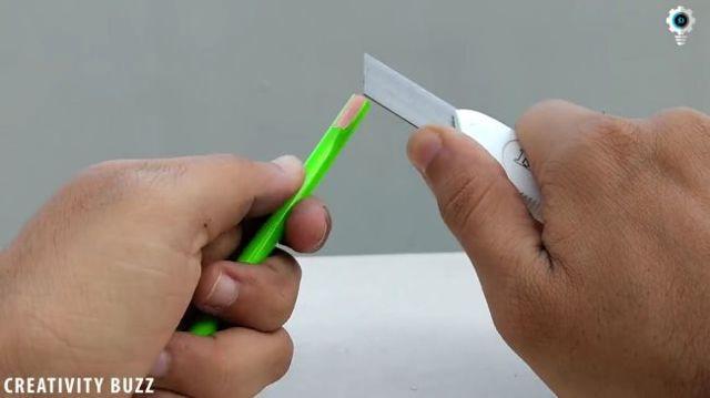 Как сделать простое и довольно забавное шасси «ползающего робота» своими руками!
