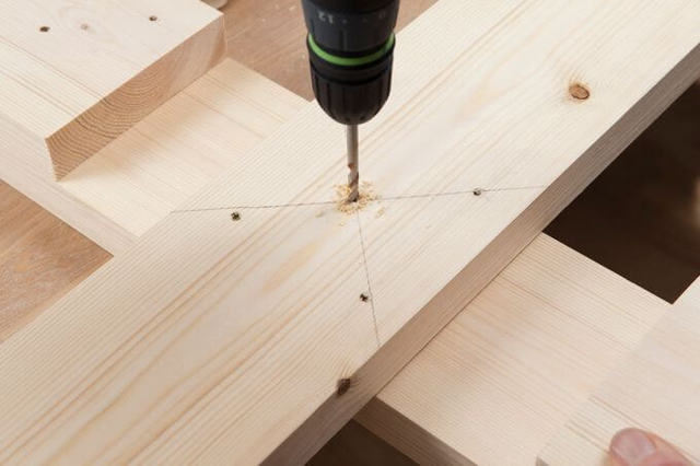 Как сделать крестовину для елки своими руками