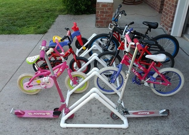 Стойка для парковки велосипеда из ПВХ-труб своими руками