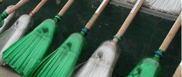 Делаем метлу из пластиковых бутылок своими руками в домашних условиях