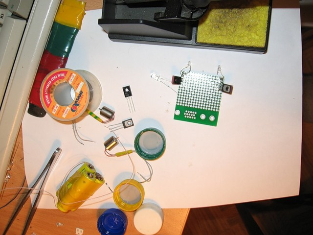 Как сделать простого «робота» попрыгунчика своими руками