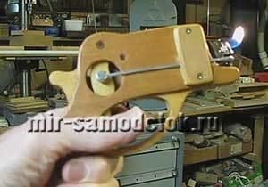 Клеевой пистолет из зажигалки и палок своими руками