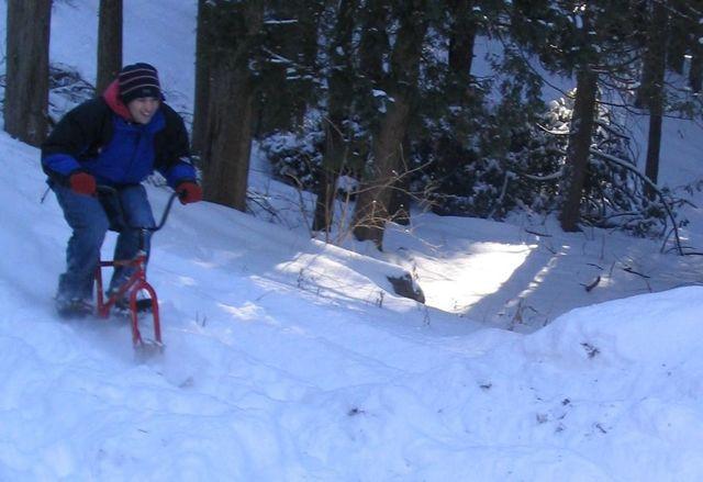 Сноубайк из велосипедной рамы и лыж своими руками