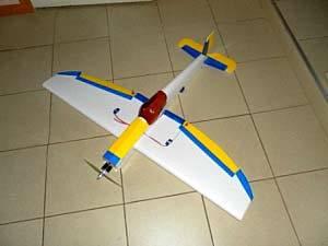Модель самолета lasy bee из потолочной плитки своими руками