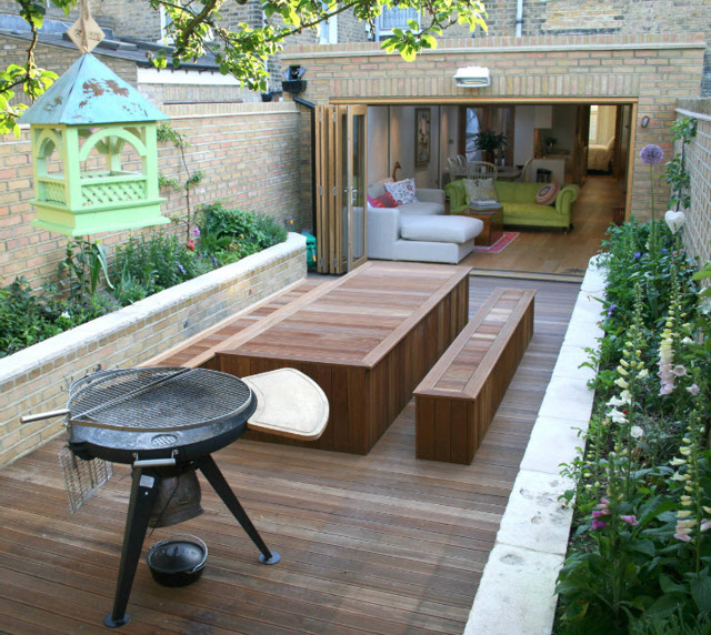 Удобный садовый столик своими руками