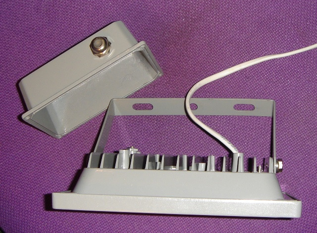 Ремонт прожектора своими руками. Замена светодиодного чипа, купленного на Алиэкспресс