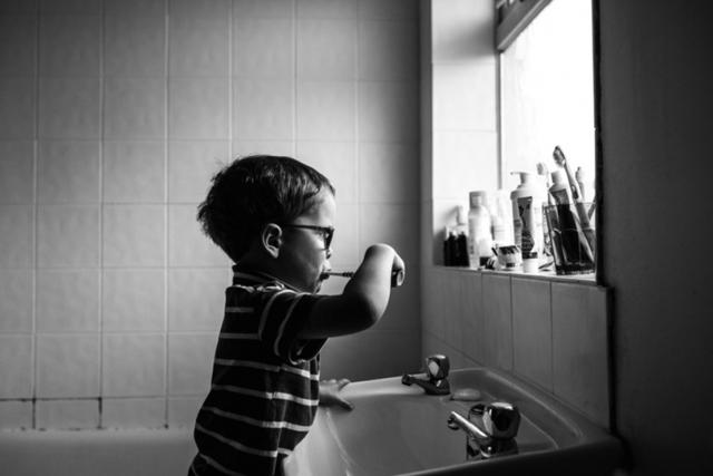Как сделать вибрирующую зубную щётку своими руками