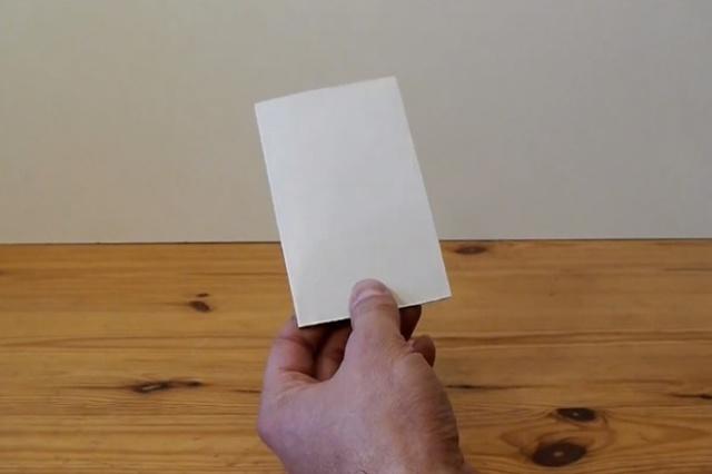 Подставка для смартфона из пластиковой карточки своими руками