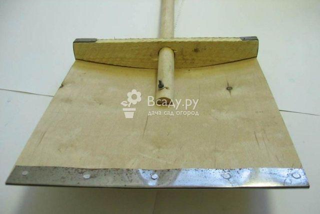 Удобная садовая лопатка, выполненная своими руками
