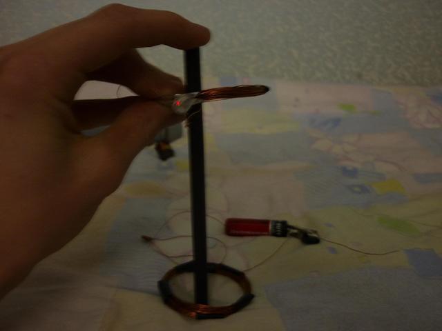 Очень простой ключ для аккумуляторных пробок своими руками