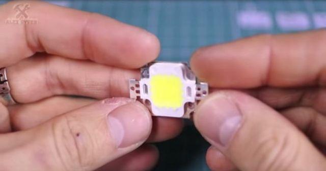 Классный невидимый фонарик своими руками